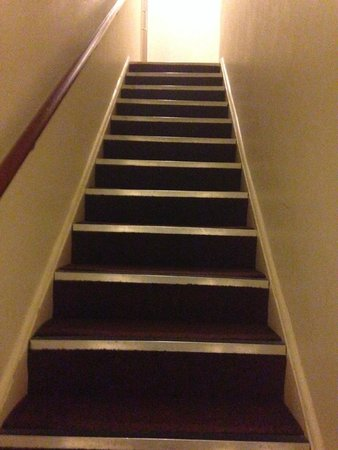 Stockwood Hotel: No lifts, narrow staircase to pick up your heavy luggage.