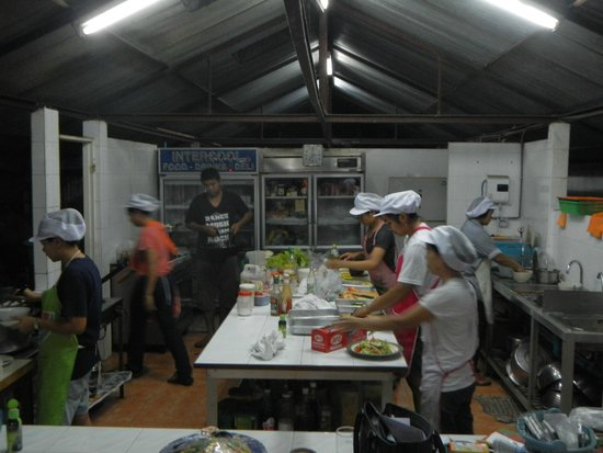 Golden Cupids Hotel: Pepe and family hard a work making the best Thai food