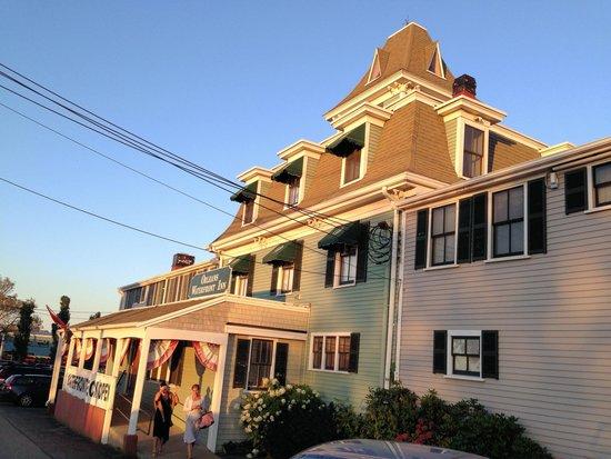 The Orleans Inn (exterior)