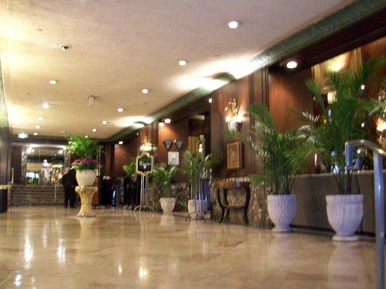 Hilton Cincinnati Netherland Plaza: Lobby