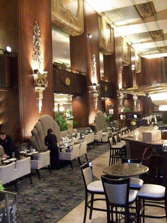Hilton Cincinnati Netherland Plaza: Lobby Bar