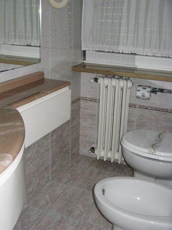 Novo Hotel Rossi: Very nice bathroom