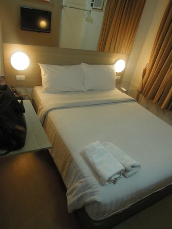 Red Planet Makati, Manila: bed