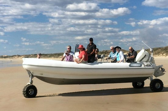 Intombi Pearl Lugger Cruise: The new Tender to INTOMBI
