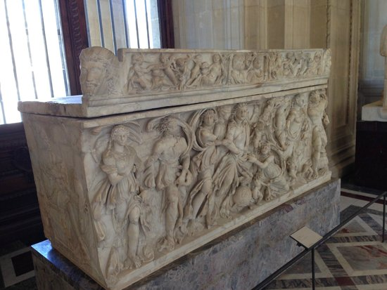 Musée du Louvre : A tomb...one of many in the museum.