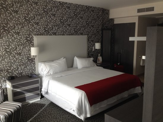 Holiday Inn Express & Suites Queretaro: Bed