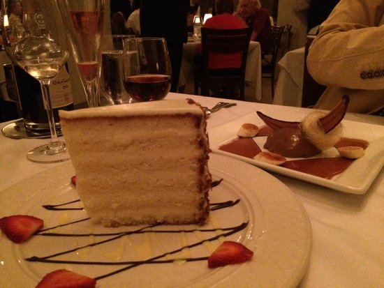 Planters Inn: DO NOT MISS THE COCONUT CAKE!!!!!