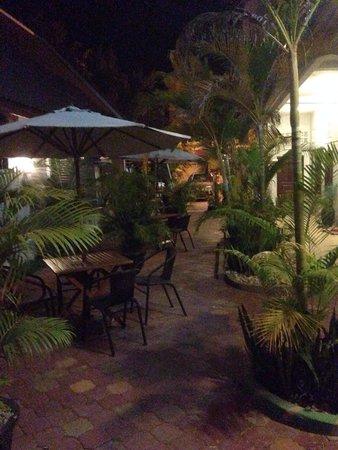 Mantra Angkor Boutique Villa : Nice seated garden