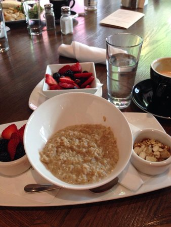 Fonte Cafe Seattle: Steel-cut Oats with a side of fruit and a decaf caramel latte.