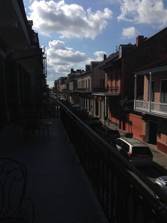 Hotel Maison de Ville: Our view down Toulouse