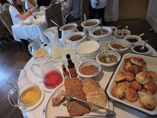 Heaton's Guesthouse: part of breakfasts