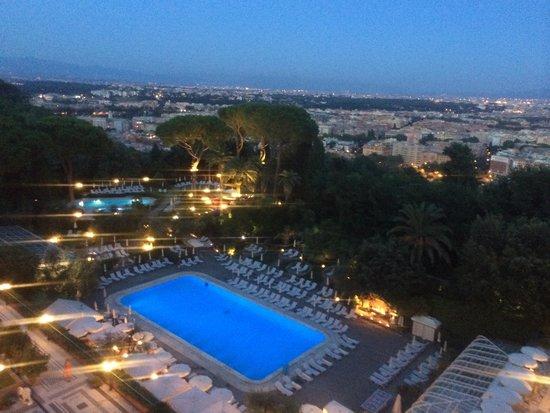 Rome Cavalieri, Waldorf Astoria Hotels & Resorts: Hotel Pool at dusk from Imperial Club Balcony