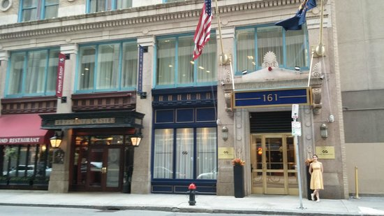 Club Quarters Hotel in Boston: Front of Club Quarters