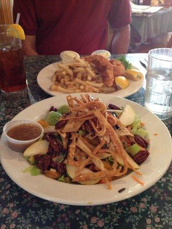 Sweetie Pie's : chicken, pear, pecan, cheese salad