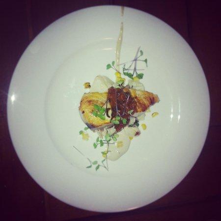 Rasa Restaurant and Lounge: Delicious fish main!