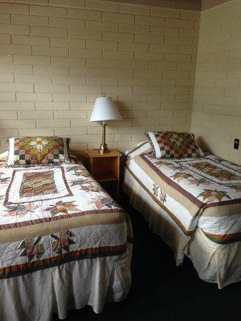 Bear Mountain Motel: Beds