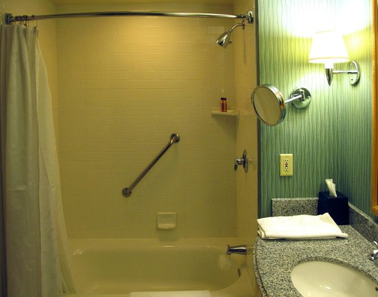 Sheraton Grand Sacramento Hotel: Shower/Bathroom