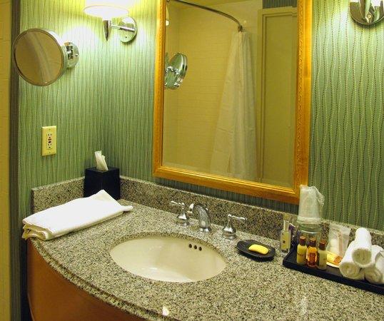 Sheraton Grand Sacramento Hotel : Bathroom Vanity