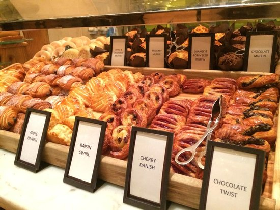 Hilton Sydney: Breakfast buffet - pastries station