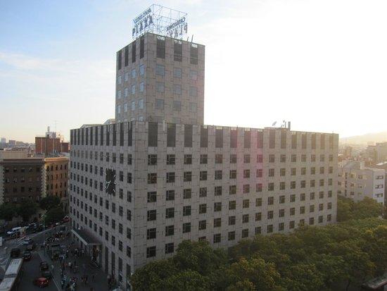 Catalonia Barcelona Plaza: Edificio del hotel