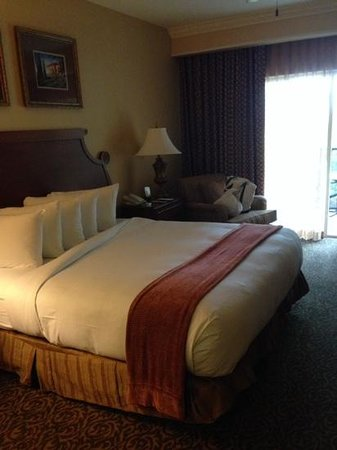 Hilton Grand Vacations at Tuscany Village : bed in the studio unit