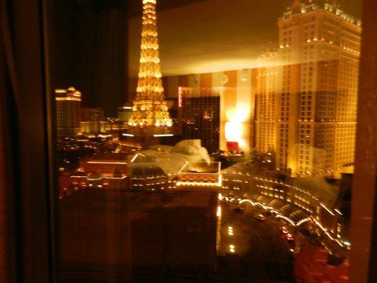 Planet Hollywood Resort & Casino : vista nocturna desde la ventana de la habitacion
