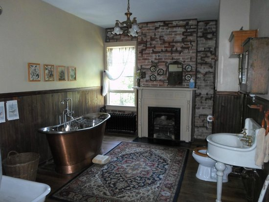 Hanna House Bed and Breakfast: Bathroom