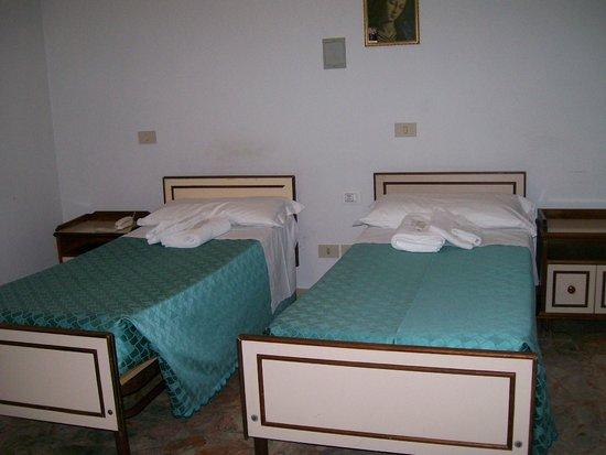 Congregazione Suore Dello Spirito Santo: 2 Twin Beds in Triple Room Accommodation