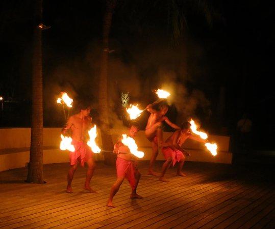 Four Seasons Resort Bora Bora: fire show
