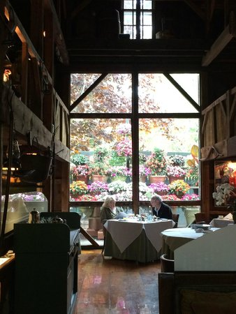 The White Barn Restaurant: Dining Room In Summer