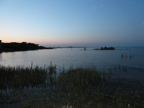 Best Western Harbour Pointe Lakefront: Lake Huron at Sunset