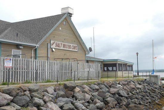 Settlers Saltwater Cafe: The Salt Water Cafe is true to its name