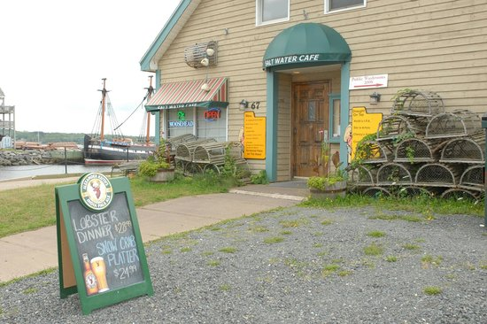 Settlers Saltwater Cafe: Main Entrance
