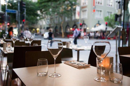 The Sebel Brisbane: Palettes Restaurant streetscape