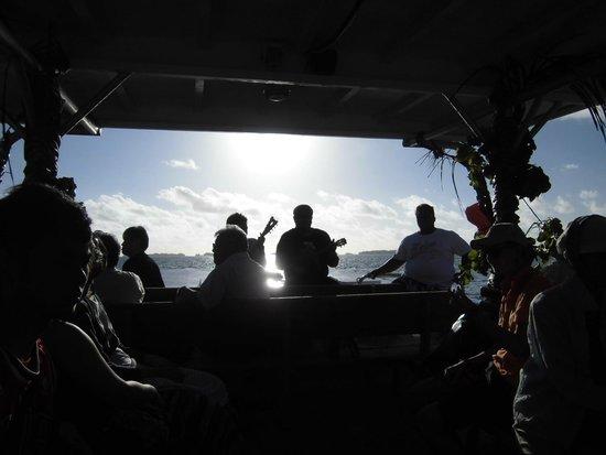 Bora Bora Lagoonarium: ボート内