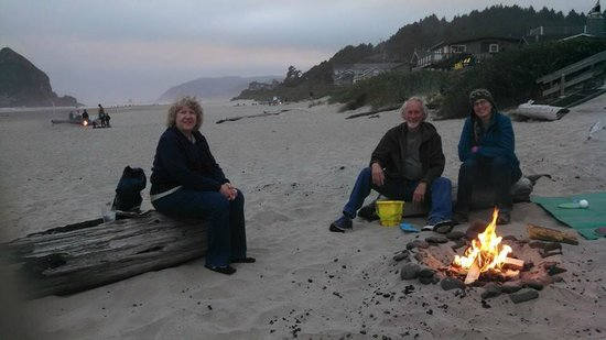 Sea Sprite at Haystack Rock: Campfire on the beach right in front of our room