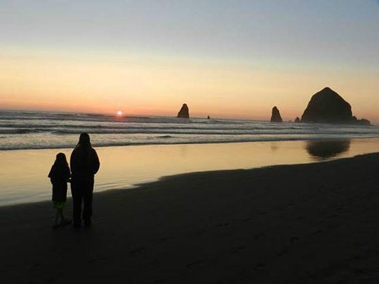 Sea Sprite at Haystack Rock: Sunset on the beach in front of our Sea Sprite unit