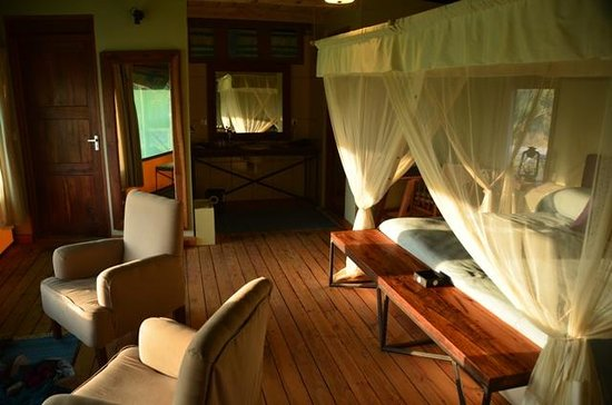 Maramboi Tented Camp: Family Suite - main bedroom