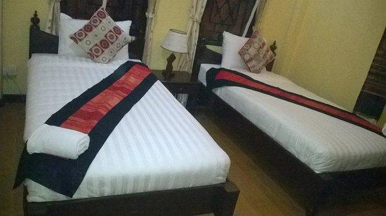Singharat Guest House: room