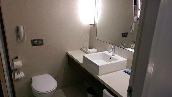 Hilton Sydney : Bathroom