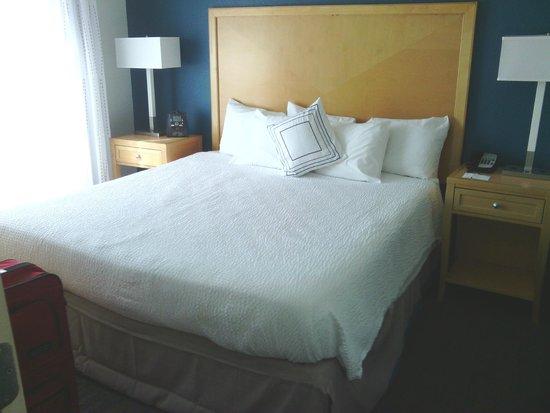 Residence Inn by Marriott Neptune at Gateway Centre: Bigger bedroom