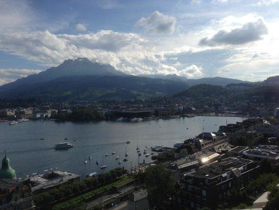 Art Deco Hotel Montana Luzern: 部屋からの眺望、ピラトゥス山もきれいに見える