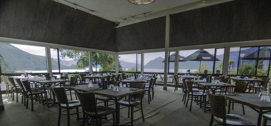 Lake Hawea Hotel: the grill room