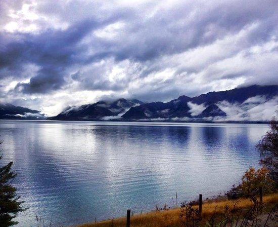 Lake Hawea Hotel: clouds by the lake