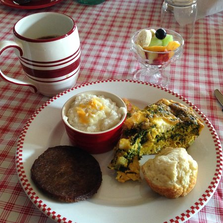 Farmhouse Inn: Breakfast- with farm fresh eggs