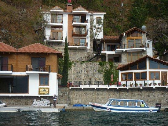 Atitlan Villas: Approaching the villas by boat