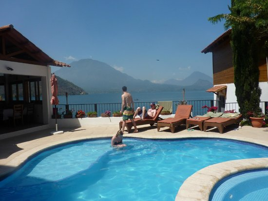Atitlan Villas: Ridiculous view even when swimming in the pool!