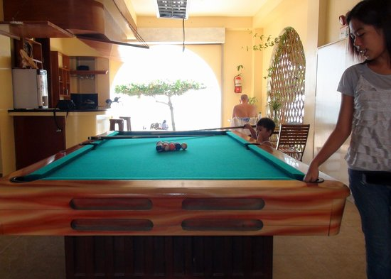 Squares Cafe & Apartments: Free to use pool table and bar area