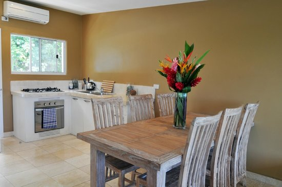 Mariner Apartments : Two Bedroom Apartment Dining