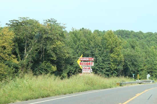Shangri-La Resort: Sign on the Highway